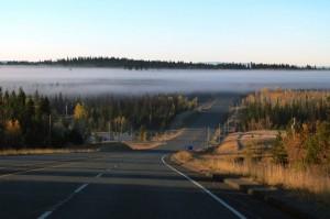 niebla-de-la-manana-temprano-banco-paisajes-carretera-carreteras_121-62113